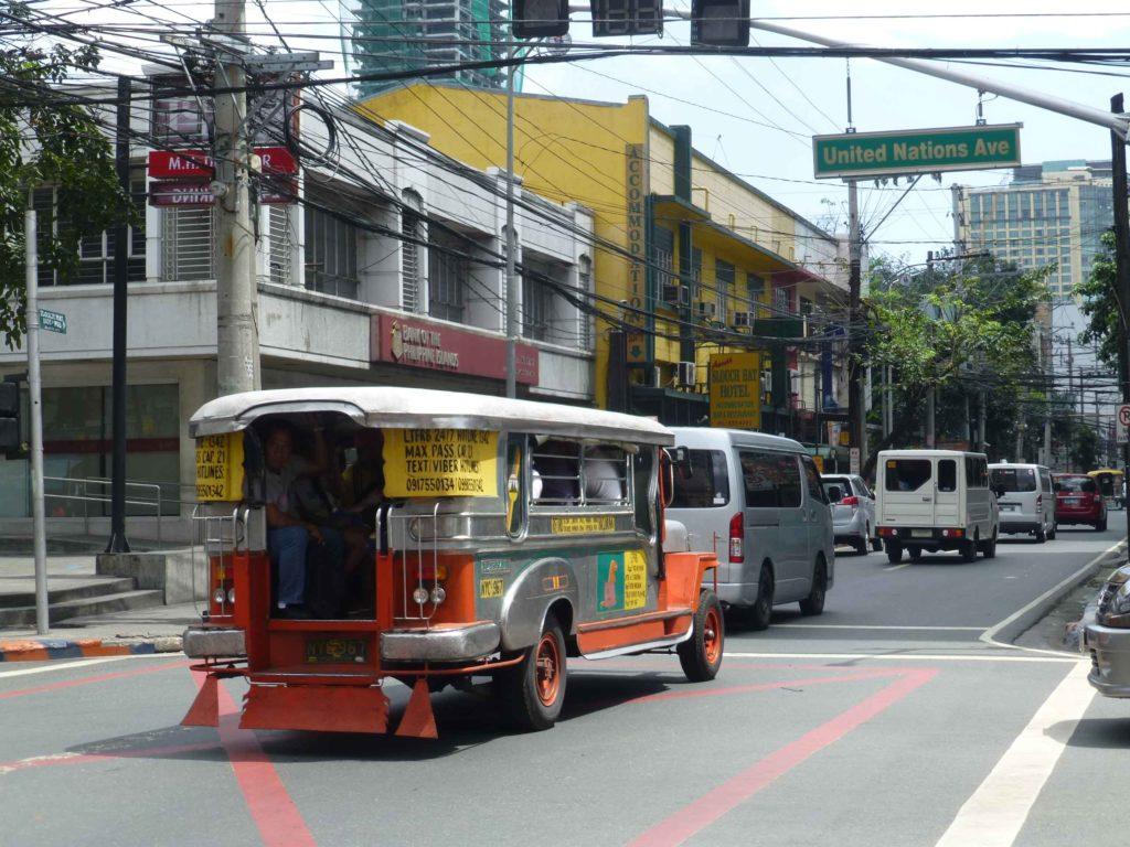 На улицах столько же проводов, как в Таиланде