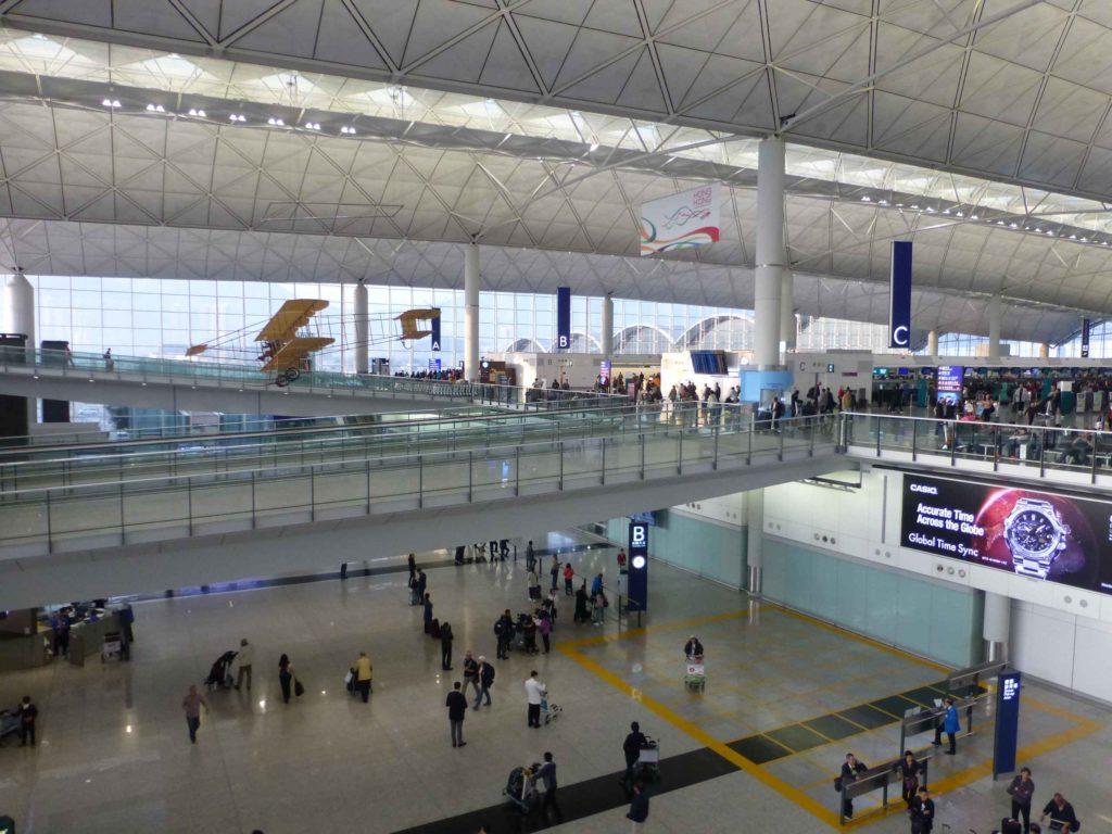 Планер в здании аэропорта