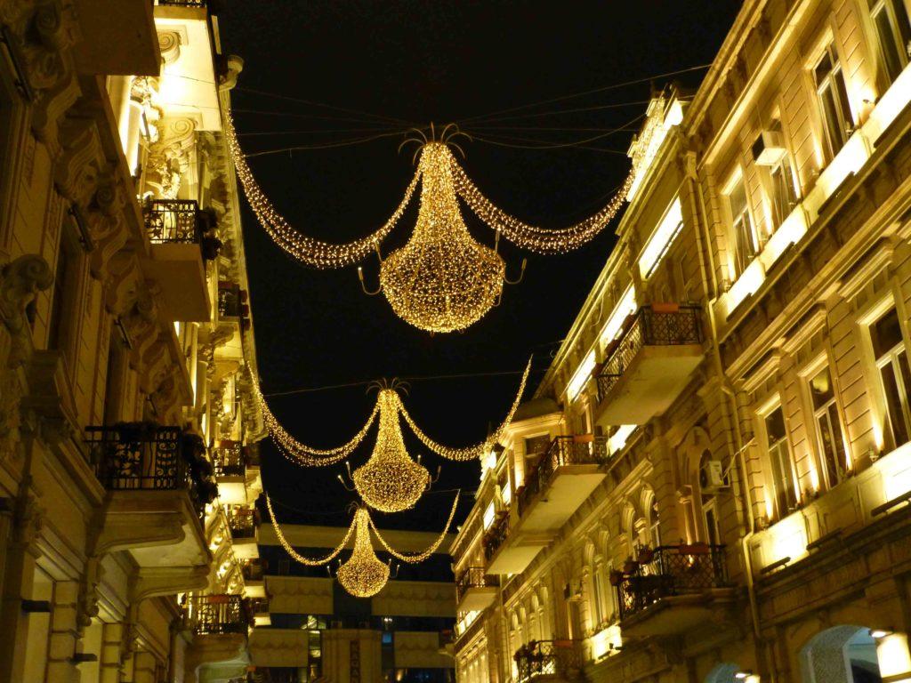 Улица Низами вечером