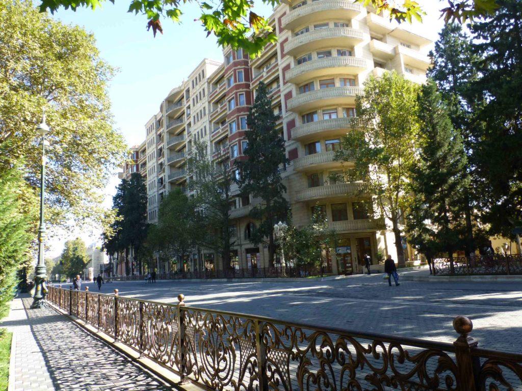 Одна из главных улиц - проспект Ататюрка