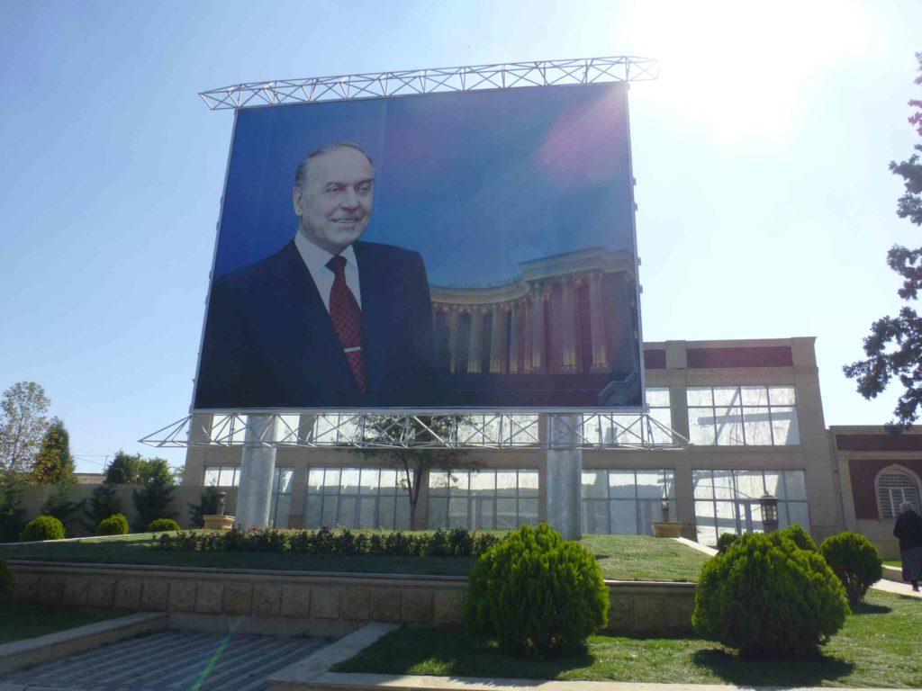Портреты Гейдара Алиева повсюду