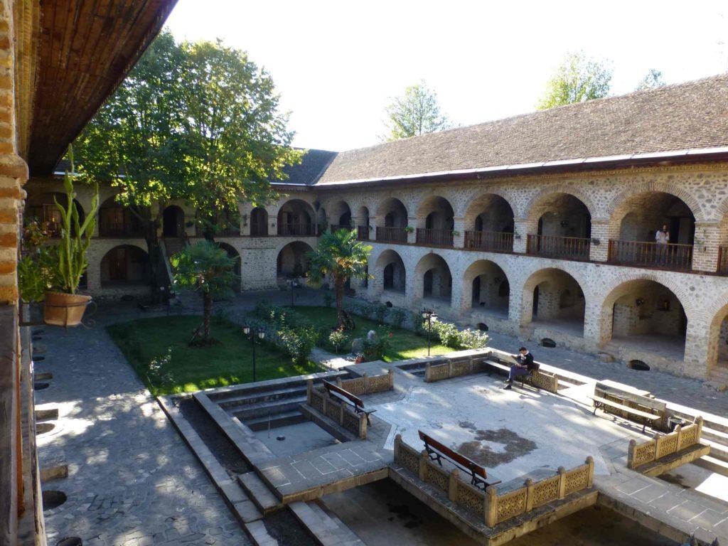 Двор Караван-сарай