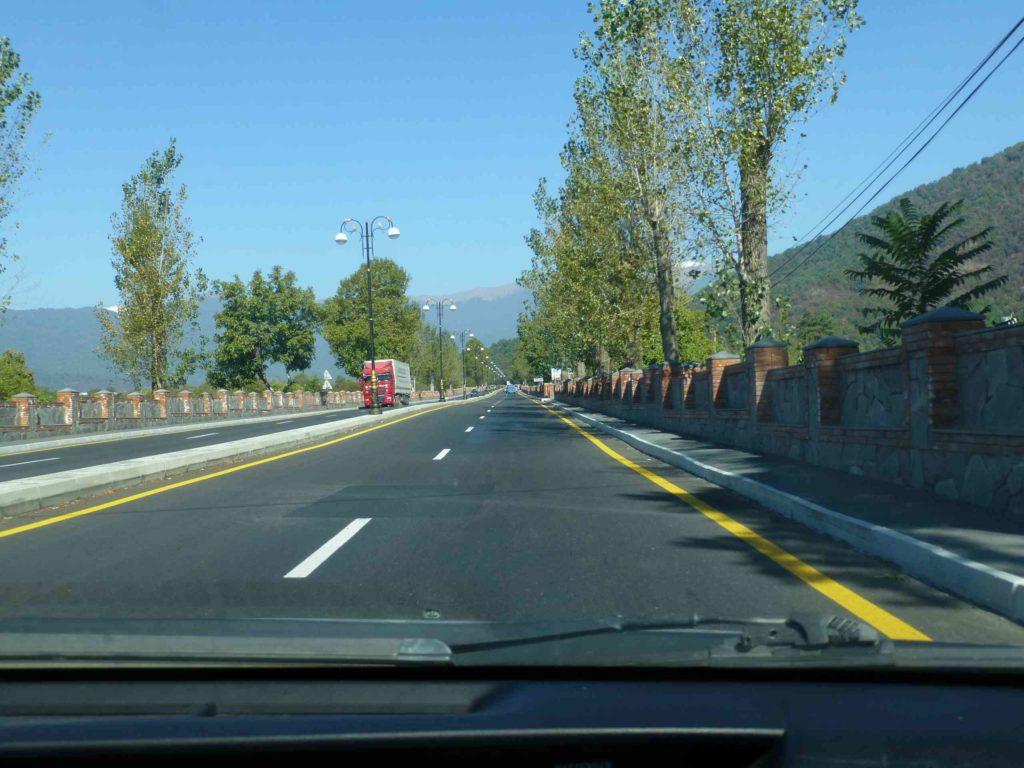 Участки отремонтированной дороги перед Гахом