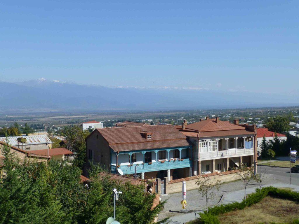 Вид на город и горы от памятника