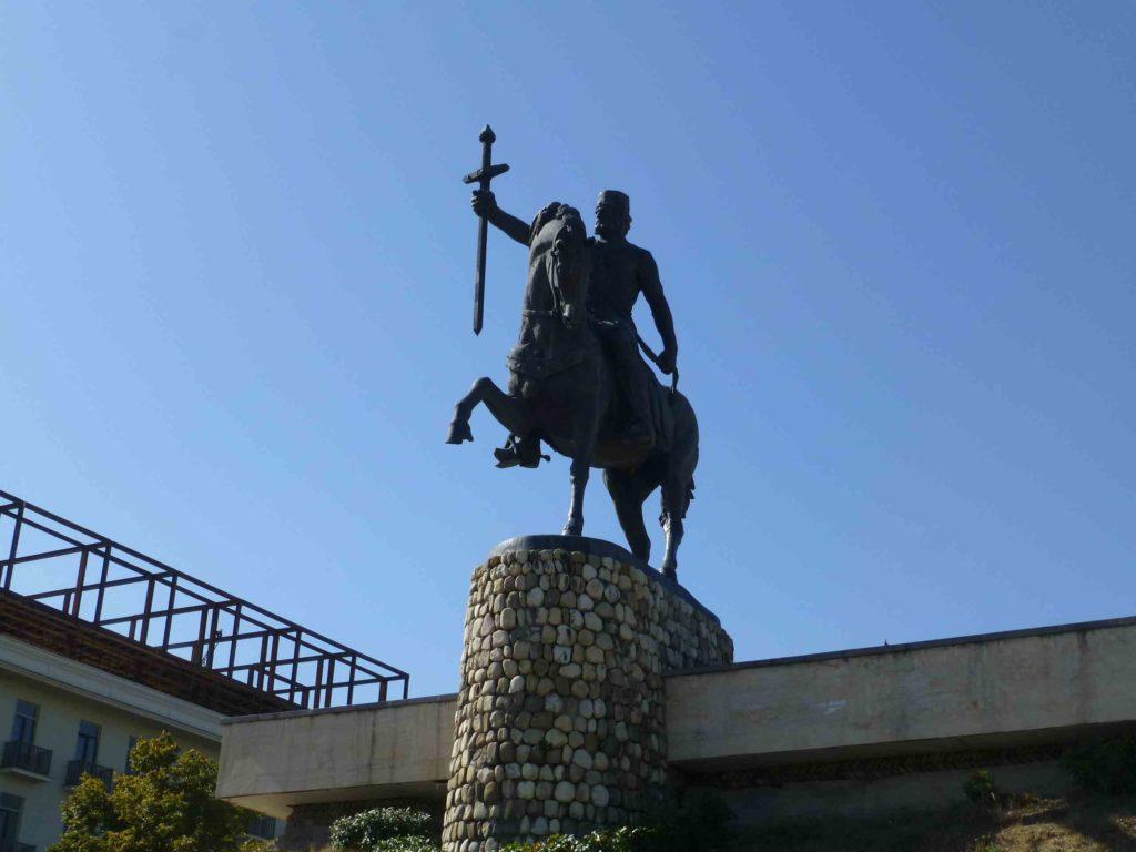 Памятник Ираклию 2
