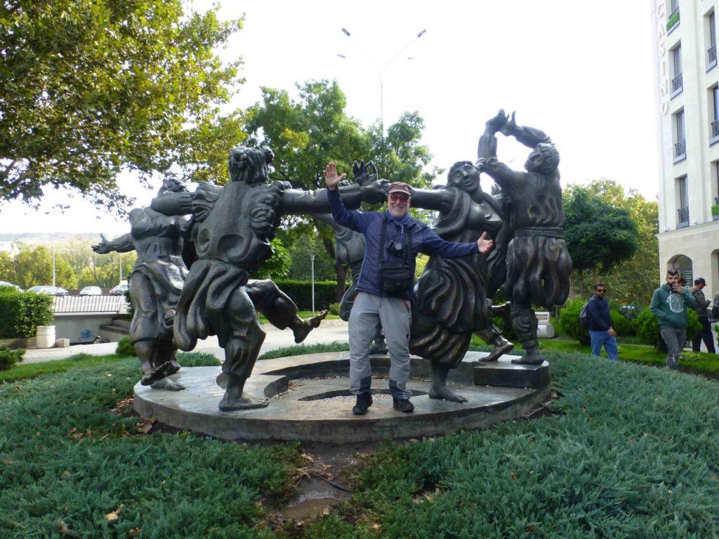 Карл-Хайнц и памятник
