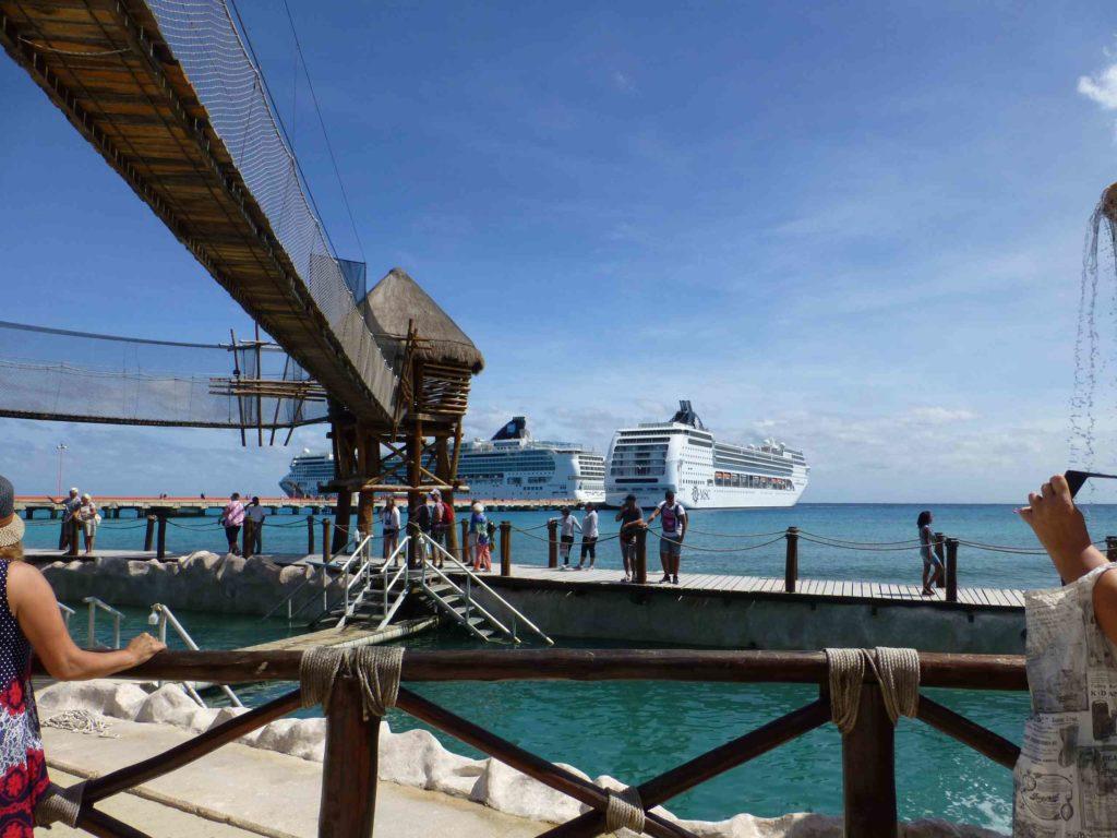 Корабли в Коста Майя