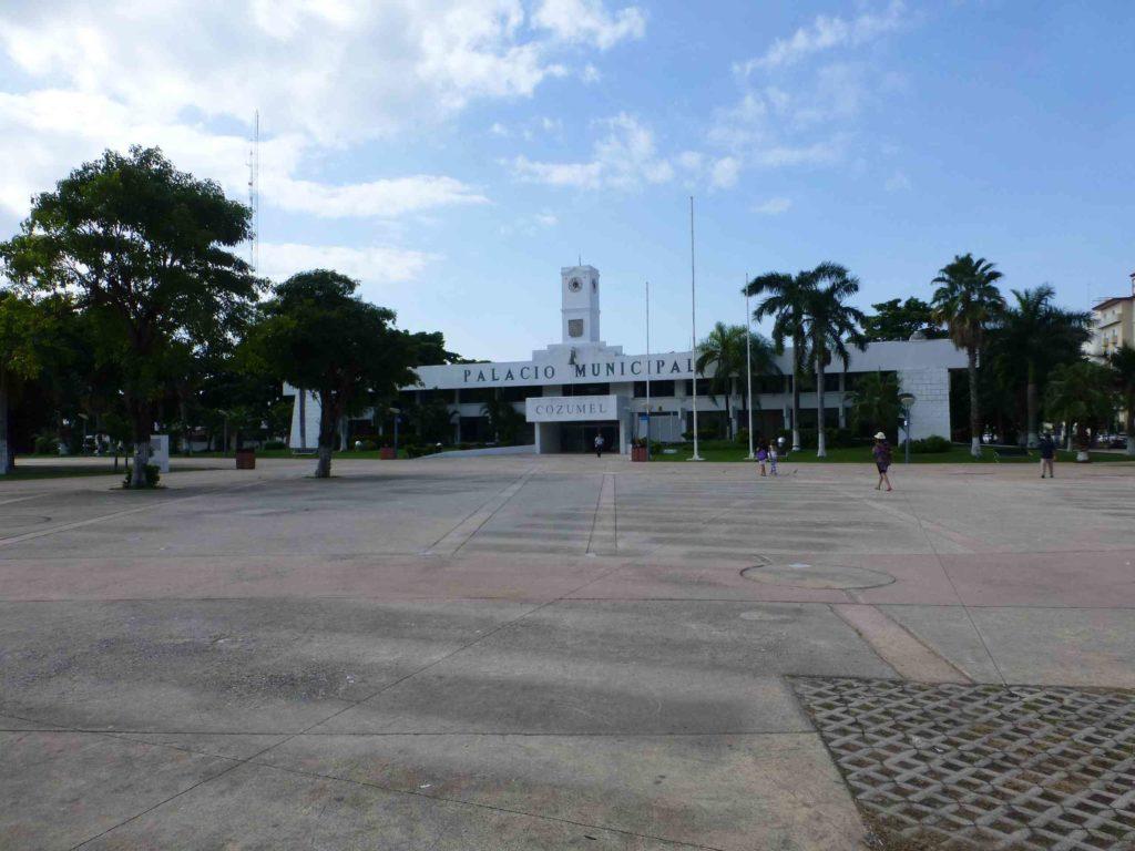 Главная площадь и мэрия