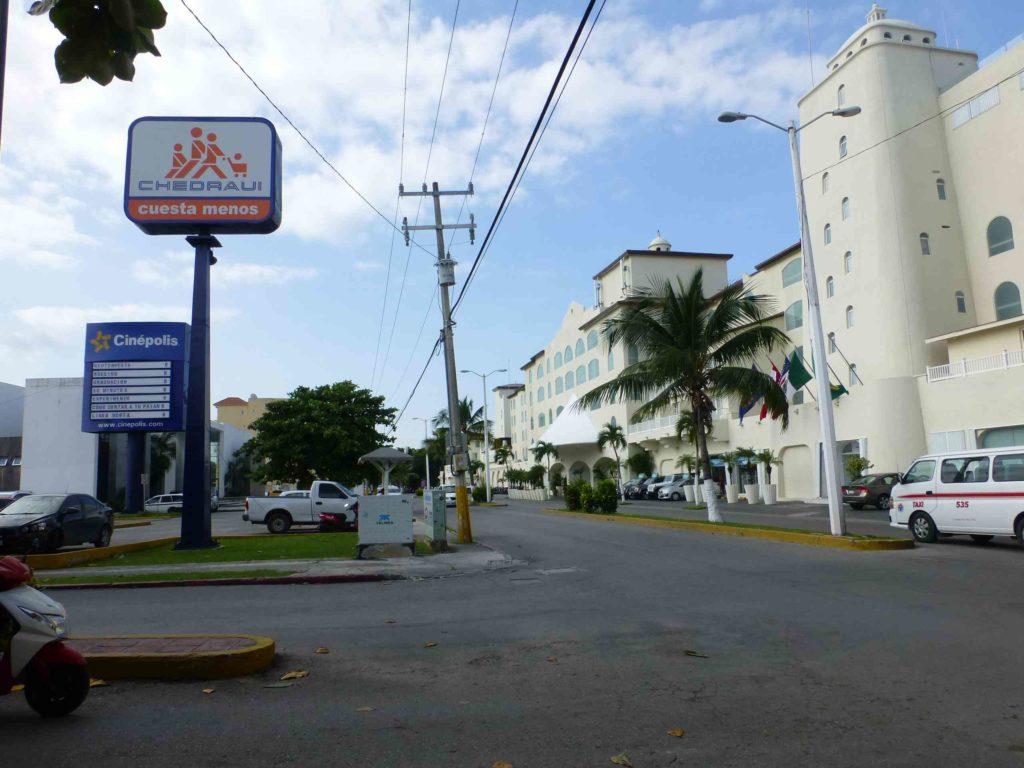 Улица вдоль моря