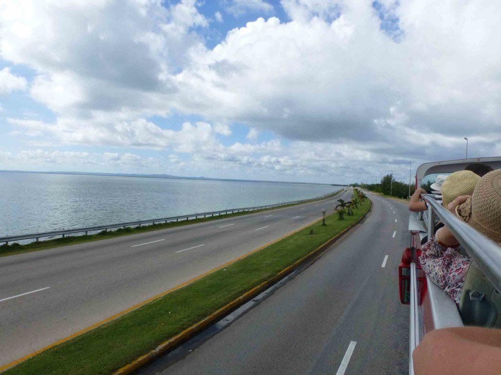 Дорога вдоль залива
