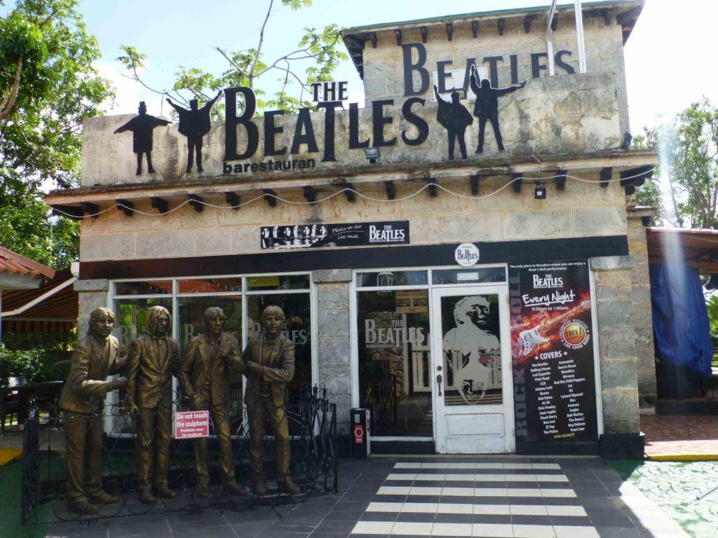 """Кафе """"Beatles"""" в центре Варадеро"""