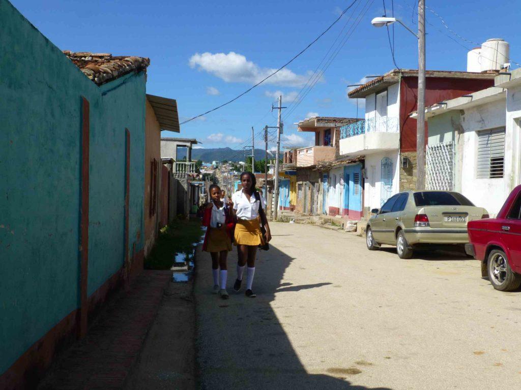 Школьницы в Тринидаде