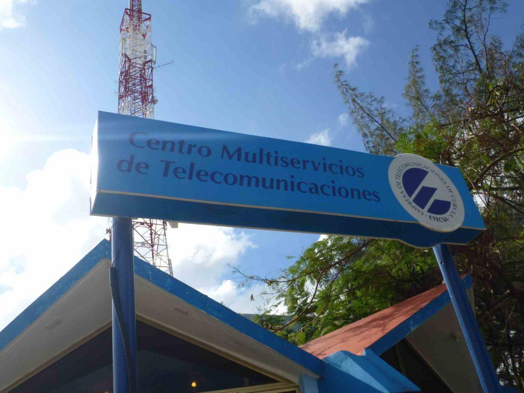 Вывеска Офиса Телекоммуникации на 1-й авениде