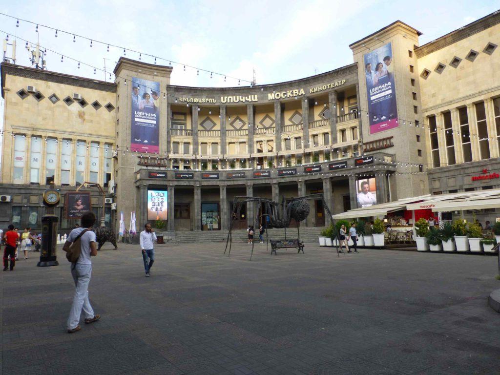Площадь Шарля Азнавура