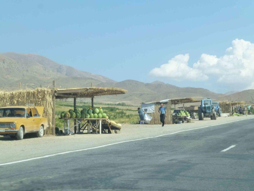 Торговля вдоль дороги