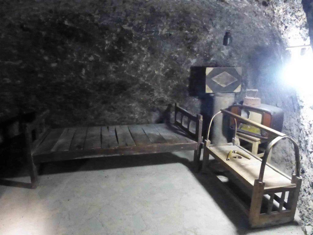 Внутри пещерного дома