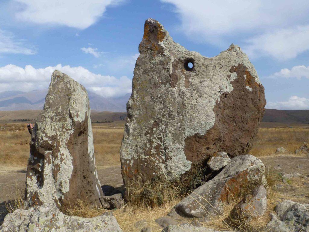 Камни с отверстием