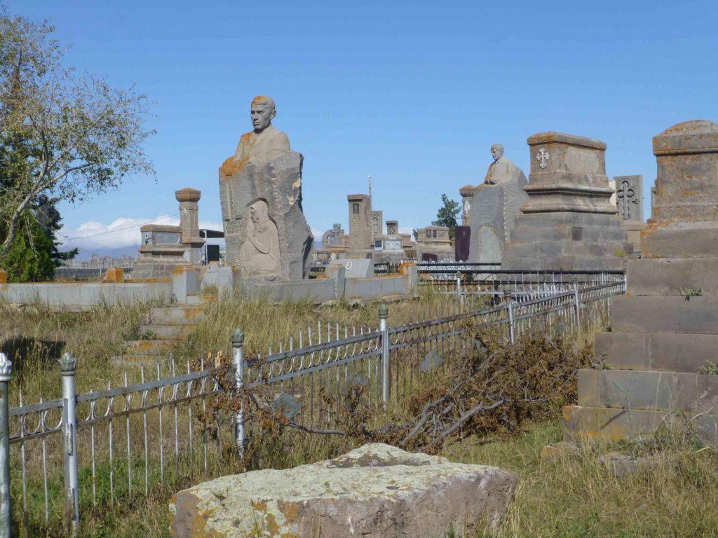 Современные памятники
