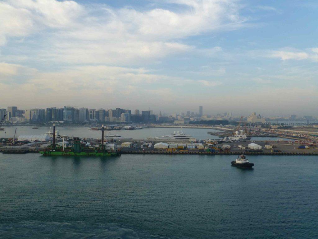 Вид на город с корабля