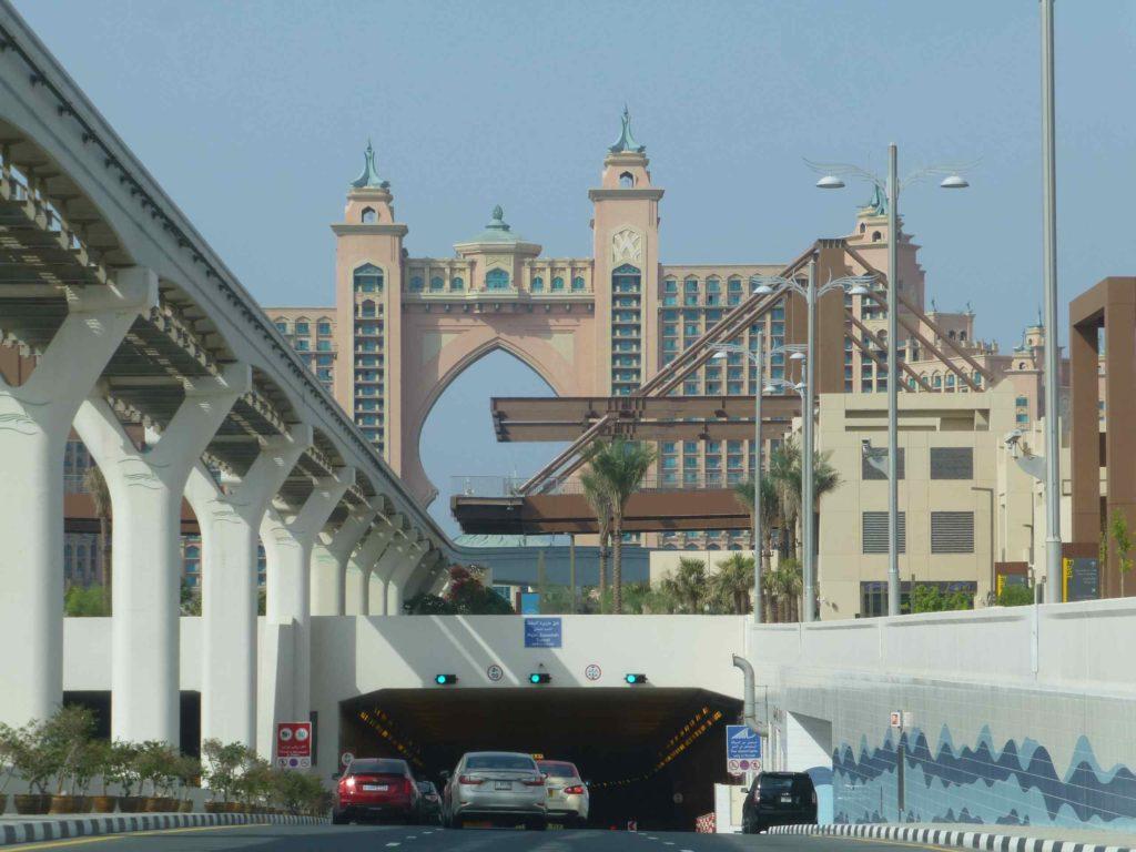 Отель Атлантис и тоннель