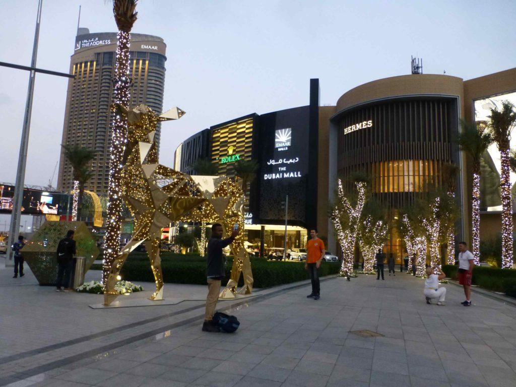 Улица возле Дубай-молл
