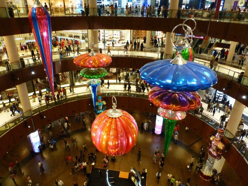 Новогодние украшения в Дубай-молле