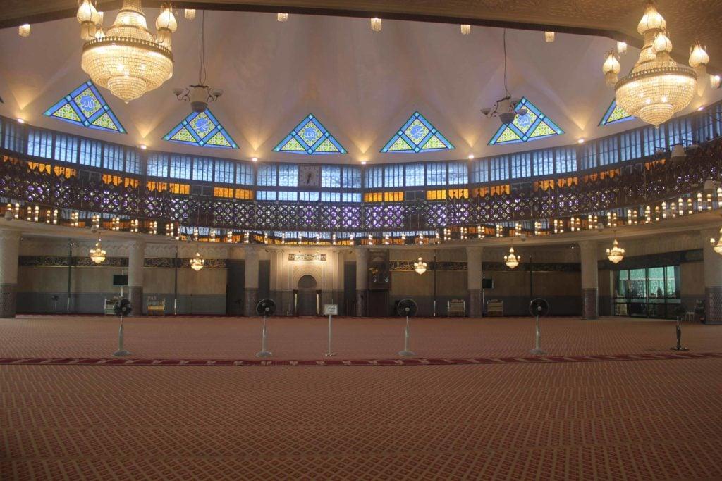 Внутри главной мечети