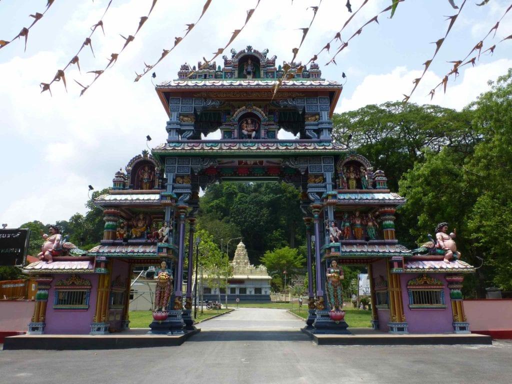 Вход на территорию храма