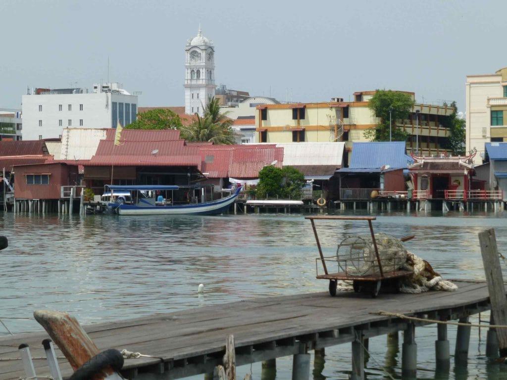 Вид на город с пристани