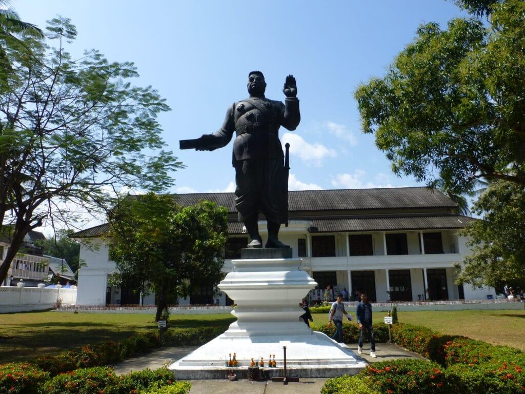 Статуя короля Сисавогвонга