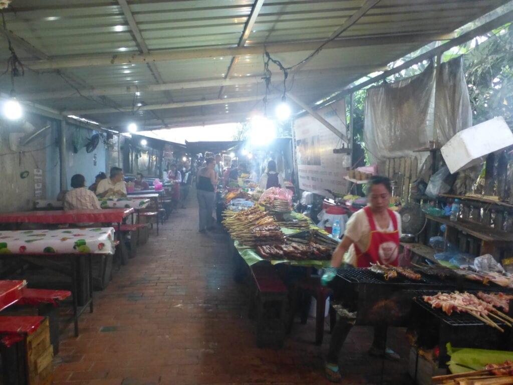 Ночной продовольственный рынок