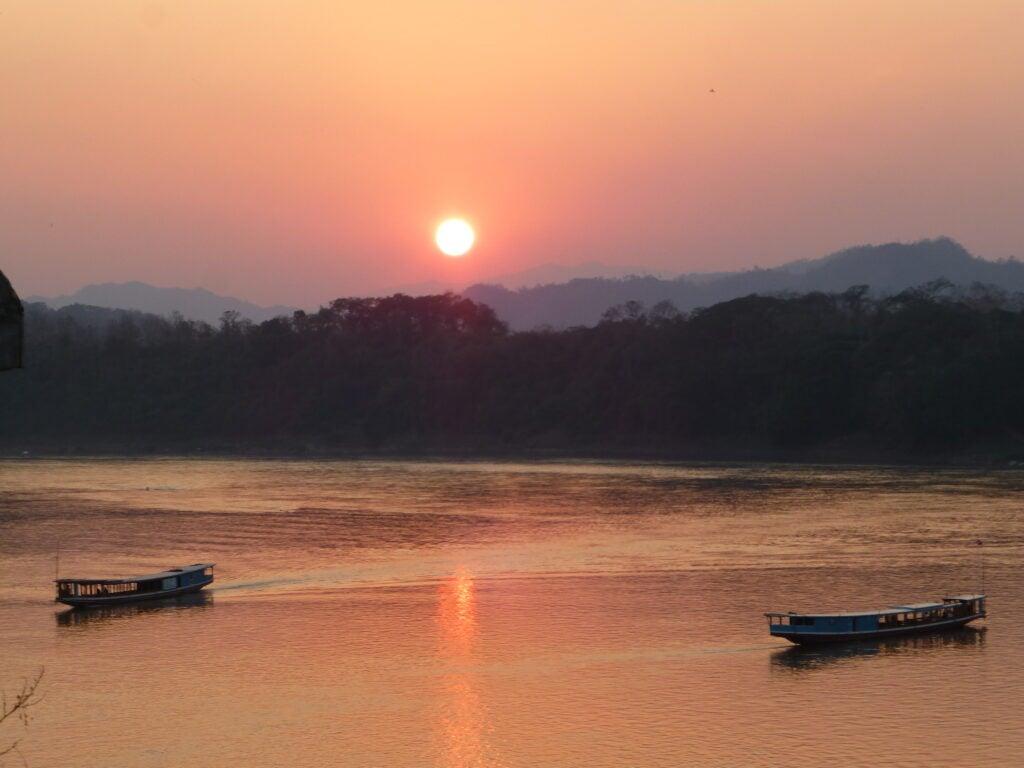 Закат на Меконге 1